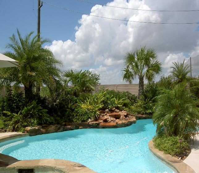 Swimming Pool Landscaping Ideas – Using Your Backyard For a Pool